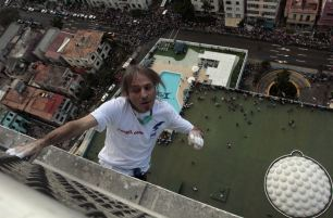 """Alain Robert of France, who is known as """"Spiderman"""", climbs the Habana Libre hotel in Havana February 4, 2013. Robert, who scales buildings all over the world without safety equipment, successfully climbed the hotel which is 126 metres (413 feet) high. REUTERS/Stringer"""