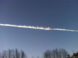 The trail of a falling object is seen above the Urals city of Chelyabinsk February 15, 2013, in this picture provided by www.chelyabinsk.ru. About 400 people were injured when a meteorite shot across the sky in central Russia on Friday sending fireballs crashing to Earth, smashing windows and setting off car alarms. REUTERS/www.chelyabinsk.ru/Handout (RUSSIA - Tags: DISASTER ENVIRONMENT TPX IMAGES OF THE DAY) ATTENTION EDITORS - THIS PICTURE WAS PROVIDED BY A THIRD PARTY. REUTERS IS UNABLE TO INDEPENDENTLY VERIFY THE AUTHENTICITY, CONTENT, LOCATION OR DATE OF THIS IMAGE. NO SALES. NO ARCHIVES. FOR EDITORIAL USE ONLY. NOT FOR SALE FOR MARKETING OR ADVERTISING CAMPAIGNS. MANDATORY CREDIT. THIS PICTURE IS DISTRIBUTED EXACTLY AS RECEIVED BY REUTERS, AS A SERVICE TO CLIENTS