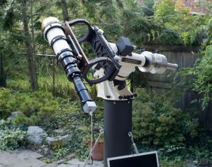 """Friedman uses a telescope he calls """"Little Big Man."""" The stargazer sets up the telescope for high-magnification shooting. A camera replaces the eyepiece of the telescope. Bing Quock, assistant director of the Morrison Planetarium at the California Academy of Sciences, is a fan. In an email to Yahoo News, Quock called his work """"superb,"""" adding, """"His photos are creative, artistic, and absolutely gorgeous…it's amazing how much detail is contained in each one."""" (©Alan Friedman/avertedimagination.com)"""
