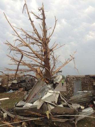 A shredded tree stands amid debris after a massive tornado touched down in the town of Moore, near Oklahoma City, Oklahoma May 20, 2013. A huge tornado with winds of up to 200 miles per hour (320 kph) tore through the Oklahoma City suburb of Moore on Monday, ripping up at least two schools and leaving a wake of tangled wreckage as a dangerous storm system threatened as many as 10 U.S. states. REUTERS/Richard Rowe (UNITED STATES - Tags: DISASTER ENVIRONMENT)