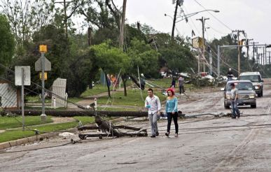 Downed power lines block a road after a huge tornado struck Moore, Oklahoma, near Oklahoma City, May 20, 2013. A massive tornado tore through the Oklahoma City suburb of Moore on Monday, killing at least 51 people as winds of up to 200 miles per hour (320 kph) flattened entire tracts of homes, two schools and a hospital, leaving a wake of tangled wreckage. REUTERS/Richard Rowe (UNITED STATES - Tags: DISASTER ENVIRONMENT)