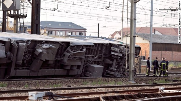 "A picture shows a derailed wagon on the site of a train accident in the railway station of Bretigny-sur-Orge on July 12, 2013 near Paris. A train derailed in the Paris suburb of Bretigny-sur-Orge in an accident that caused ""many casualties"", authorities said. AFP PHOTO /KENZO TRIBOUILLARD        (Photo credit should read KENZO"