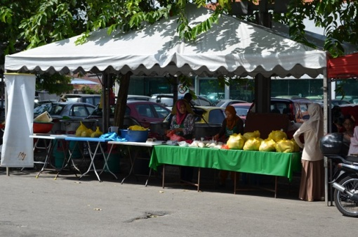 Aunty Sham's bubur lambuk Kampung Baru stall.