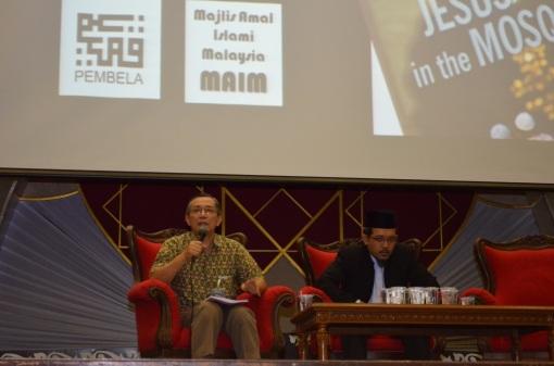 Abdul Karim bin Omar answering questions