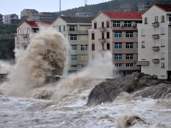 Huge waves washing up the shore affecting many living along the coastline. Many services such as the bullet trains, flights and coaches have been suspended. (Photo from MSN News).