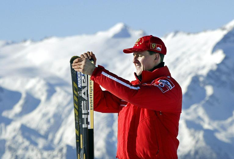 A picture taken on January 17, 2003 shows Formula One World champion Michael Schumacher holding his skis before a giant slalom race in Madonna di Campiglio (AFP Photo/Vincenzo Pinto)