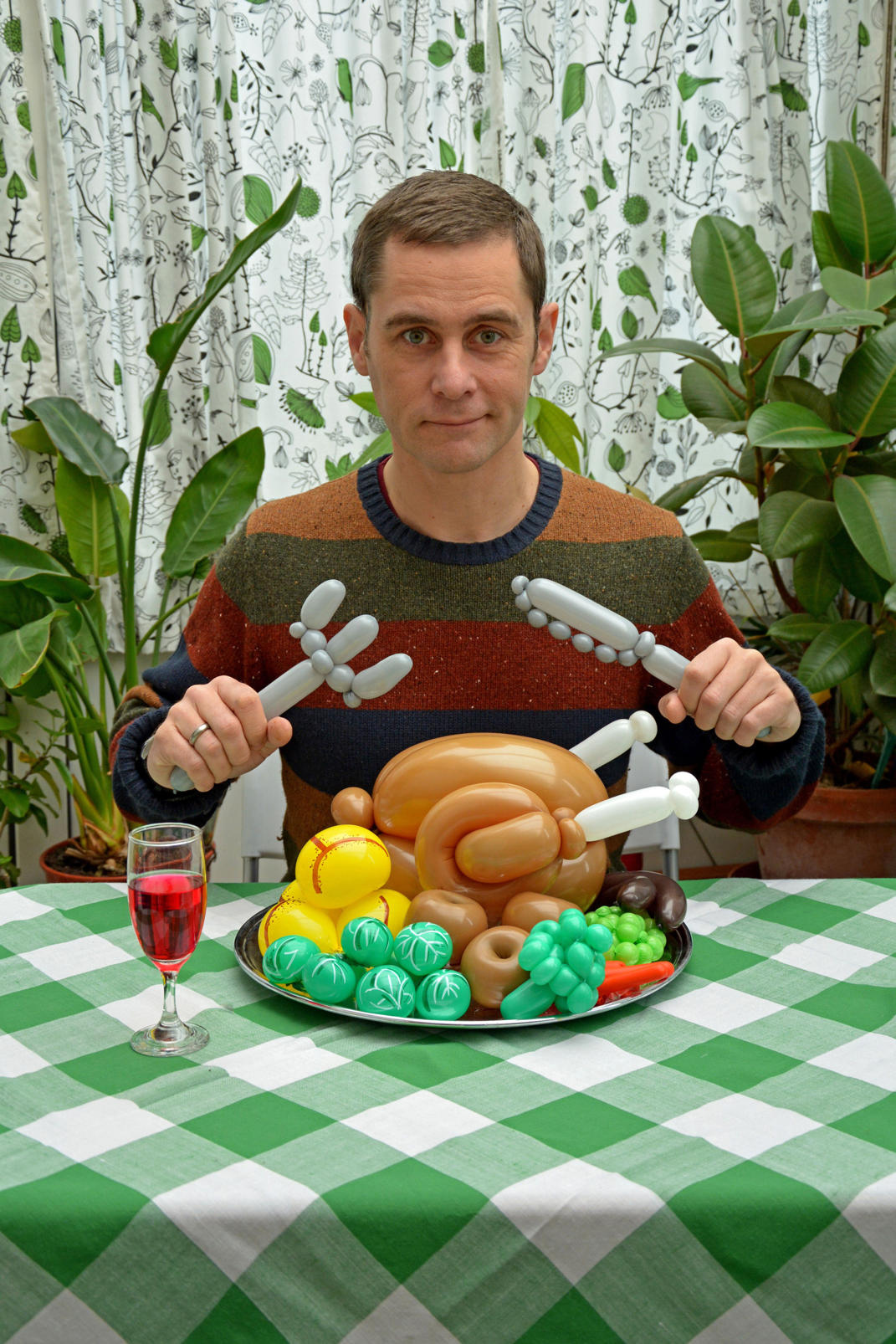 Rob with a balloon roast dinner and cutlery - (Rob Driscoll/CATERS NEWS)