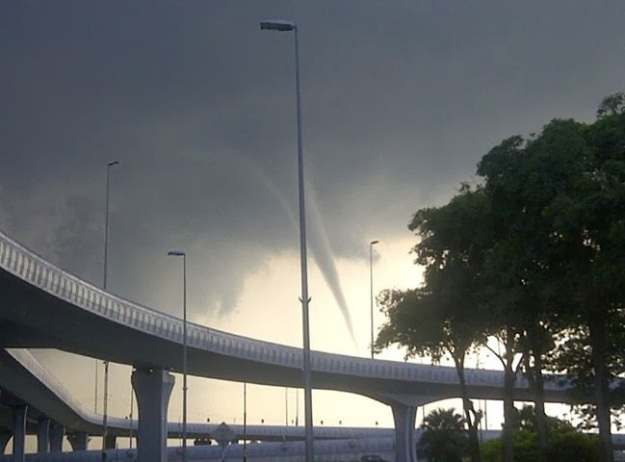 Waterspout was seen forming at the Tebrau Strait off Lido Beach in Johor Bharu, December 18, 2013 Photo credit to 'Cucu Tok Selampit'.