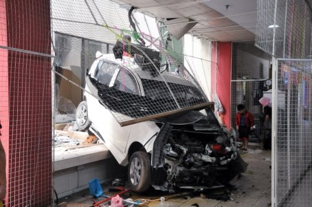 The PERODUA MyVi plunged from the fourth floor parking unit into the Star City Complex - NST