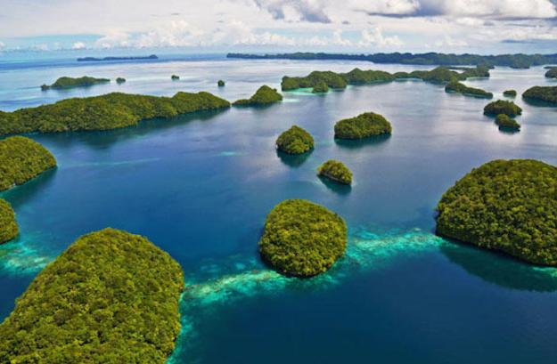 Rock Islands Southern Lagoon. (Photo Credit: howamo/Shutterstock)