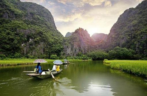 Halong Bay. (Photo Credit: John Bill/Shutterstock)
