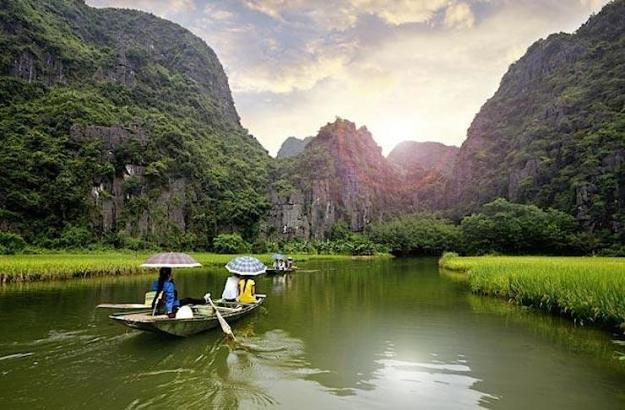 Halong Bay. (Photo Credit: John Bill/Shutterstock)