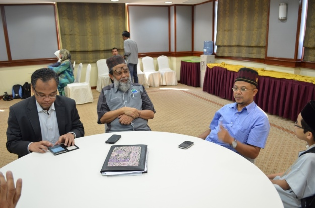 Discussing about the current political issues with politicians. From left is Uncle Nasharudin Mat Isa, Uncle Sheikh Karim, Uncle Zul Noordin and I