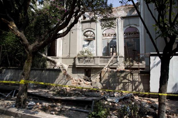 A damaged abandoned house is seen at the Juarez neighborhood after a strong earthquake jolted Mexico City, Friday, April 18, 2014. (AP Photo/Eduardo Verdugo).