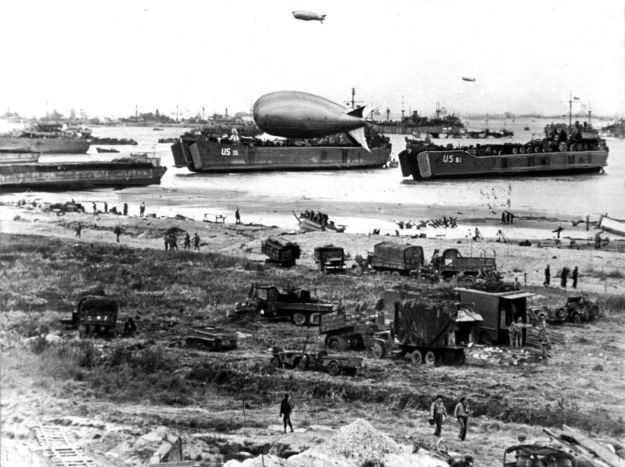 US-American troops shortly after landing in the Normandy. (PA)