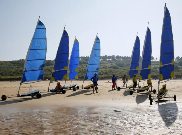 Tourists take part in a land sailing class on the former D-Day landing zone of Omaha beach near Vierville sur Mer, France August 22, 2013. (REUTERS/Chris Helgren)