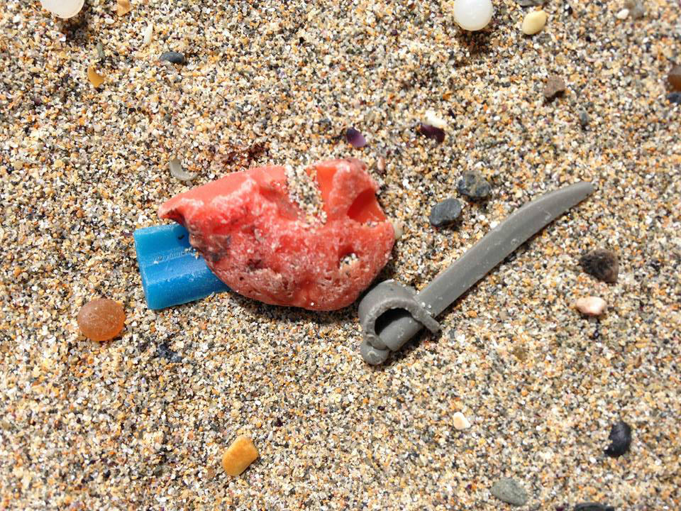 A Lego pirate's cutlass washed up in Newquay, May 12, 2014. (Tracey Williams/LegoLostAtSea)