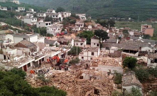 A general view shows collapsed houses after an earthquake hit Ludian county, Yunnan province August 3, 2014. (REUTERS/China Daily)