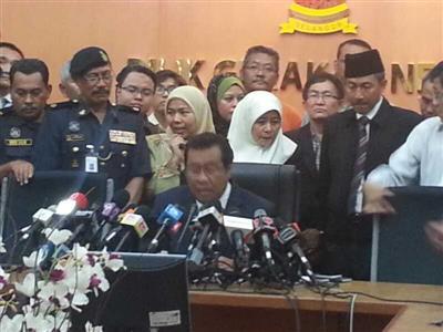 Tan Sri Abdul Khalid Ibrahim during the press conference at the Selangor State Secretariat building just now, Monday August 11, 2014.  (Utusan Malaysia).
