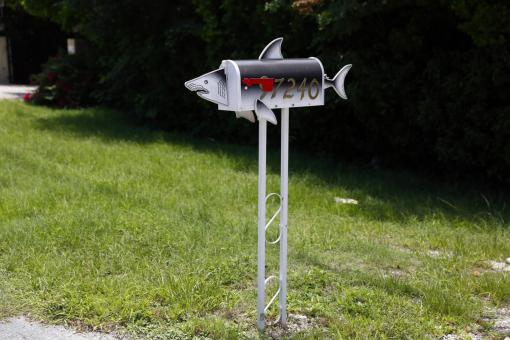 A mailbox in the shape of a shark is seen along the highway US-1 in the Lower Keys near Key Largo in Florida, July 10, 2014. (REUTERS/Wolfgang Rattay)