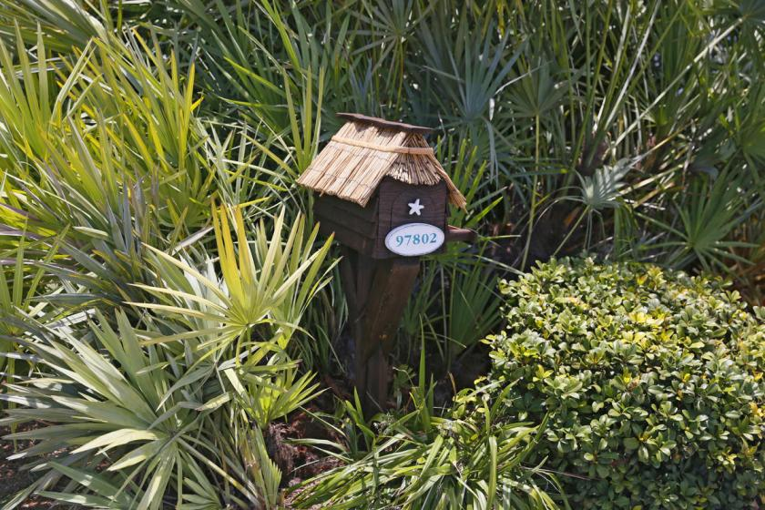 A mailbox with a thatched roof is seen along the highway US-1 in the Lower Keys near Key Largo in Florida, July 10, 2014. (REUTERS/Wolfgang Rattay)