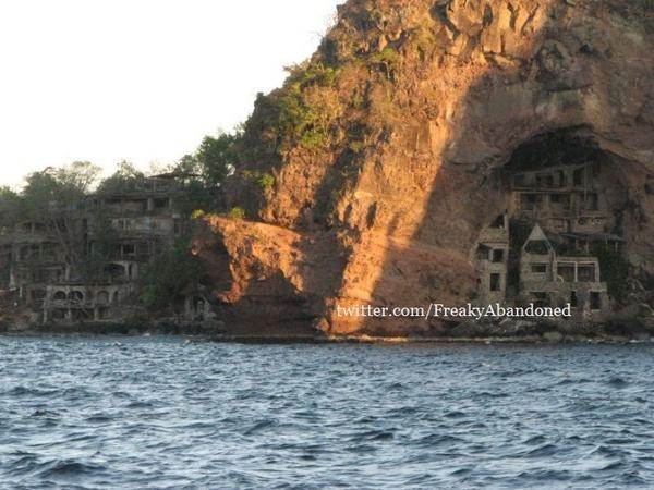 Moonhole of Bequia – Exotic Abandoned Home Cut Out Of Island Rock. [Twitter]