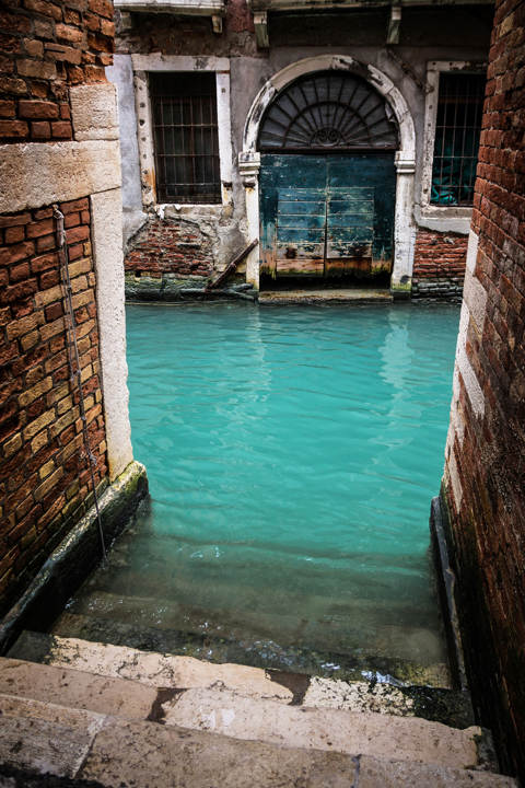 Turquoise Canal, Venice, Italy. [Coffee in Europe/Tumblr]