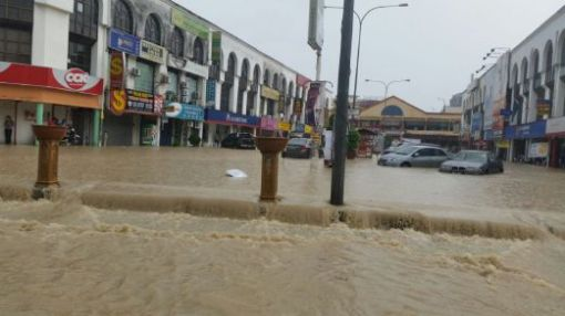 Another flash flood hit Kajang, November 12, 2014. Photo by Berita Harian.