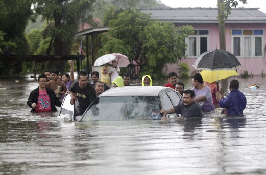 Floodwater in Taman Murni Permai, Tok Jembal in Kuala Terengganu. (NST)
