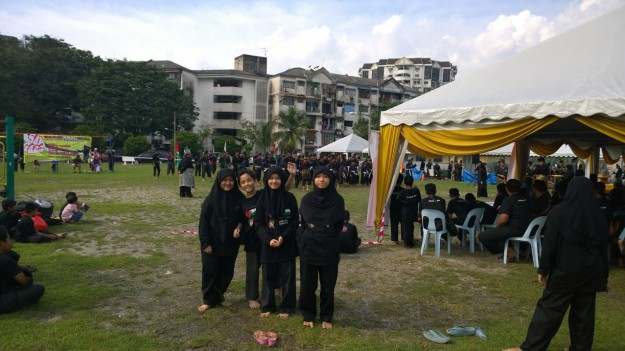 My big sisters and I before the Upacara Mandi Minyak.