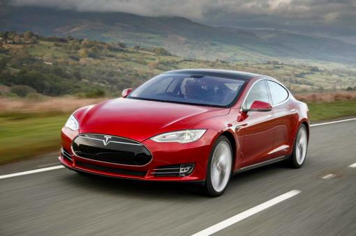 This high-end version of the Model S is no less than the world's highest-performance electric car, as its combined output of 700hp takes it to a top speed of 250km/h and from 0 to 100km/h in just 3.4 seconds.