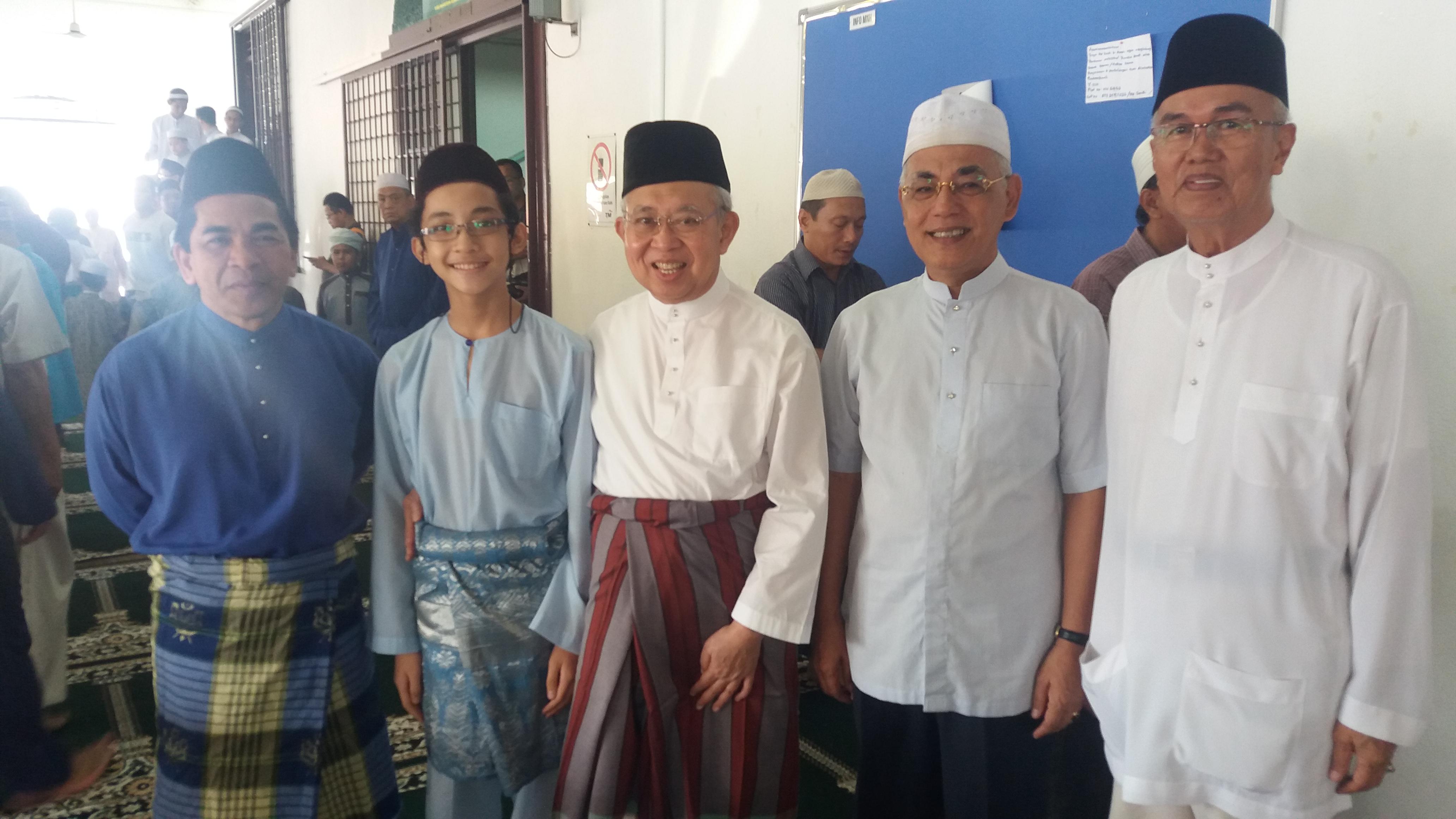 A group photo with Ku Li after our Friday prayer, July 15, 2016.