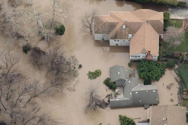 Floodwaters surround a home on February 22, 2017, in San Jose, California. Thousands of people were ordered to evacuate their homes early Wednesday in the northern California city of San Jose as floodwaters inundated neighborhoods and forced the shutdown of a major highway. / AFP / NOAH BERGER (Photo credit should read NOAH BERGER/AFP/Getty Images)